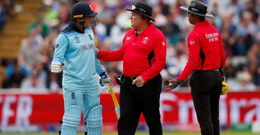 jason-roy-with-umpires