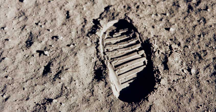 foot-on-moon