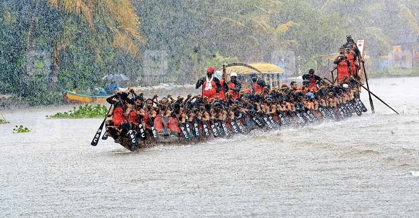 Boat-club-practice-for-Nehru-trophy