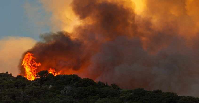US-APPLE-FIRE-IN-SOUTHERN-CALIFORNIA-FORCES-EVACUATIONS