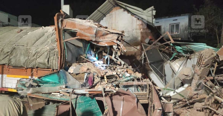 lorry-demolishes-building-1