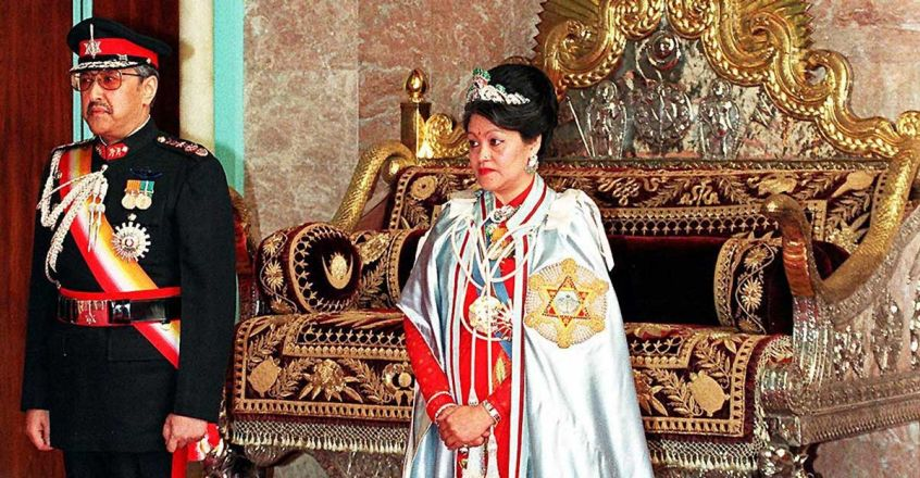 A 20 April 2000 photo shows the late royal couple King Birendra (L) and Queen Aishwarya (R)