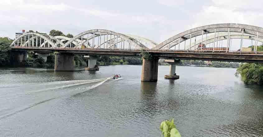 real-bridge-under-boat