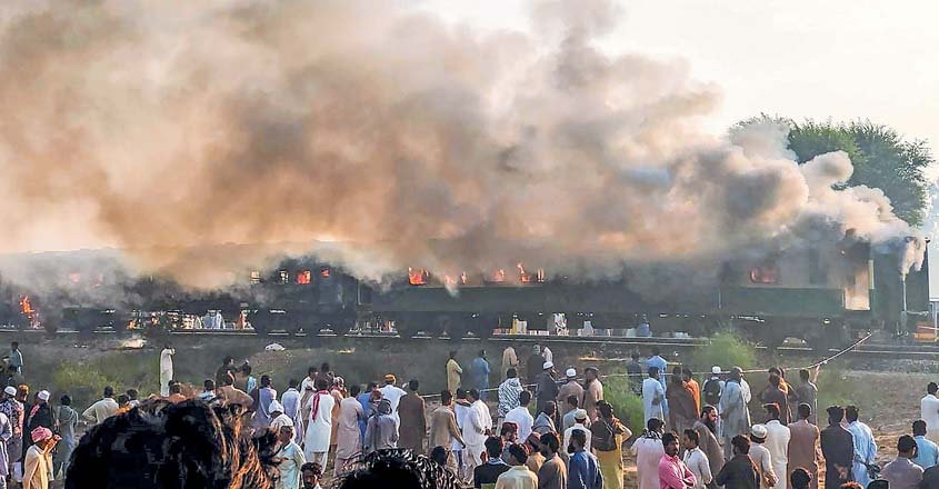 pak-train-fire