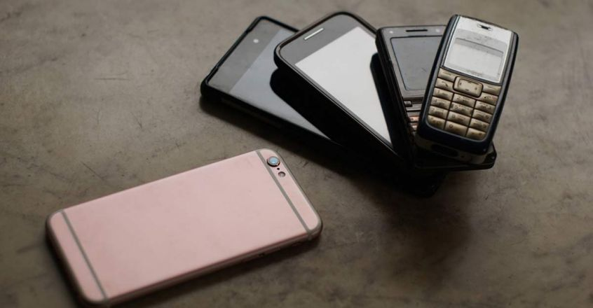 business-boom-column-planned-obsolescence-mobile-phone