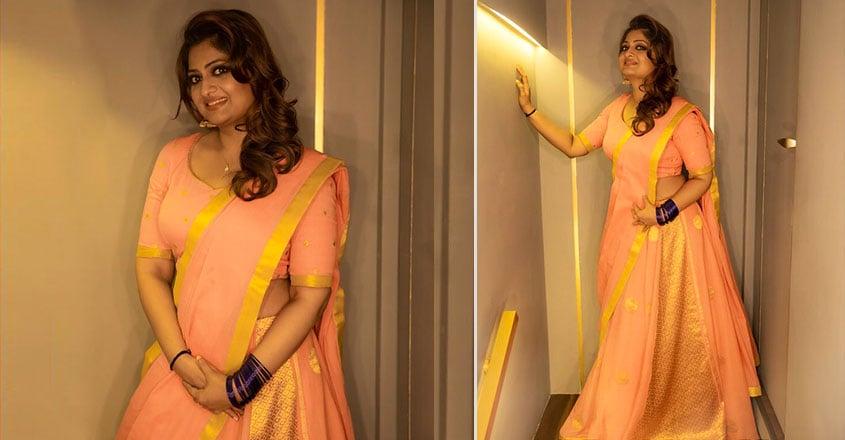 geethu-mohandas-stylish-look-in-lehanga-by-poornima-indrajith
