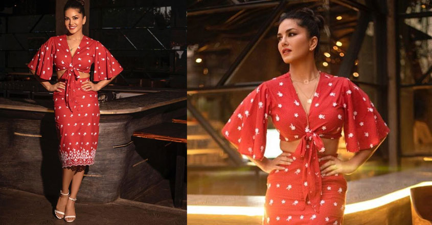 sunny-leone-in-red-crop-top-and-skirt