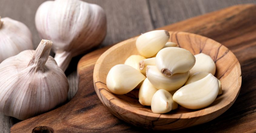 use-garlic-to-prevent-ageing-of-skin