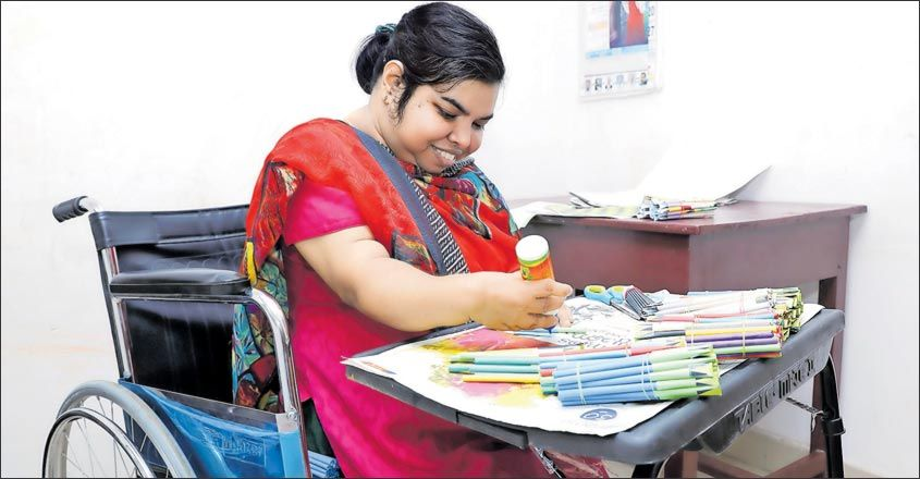 differently-abled-lady-made-more-than-one-lakh-paper-pen