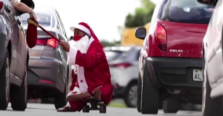 disabled-santa-is-helping-the-poor-in-brazil