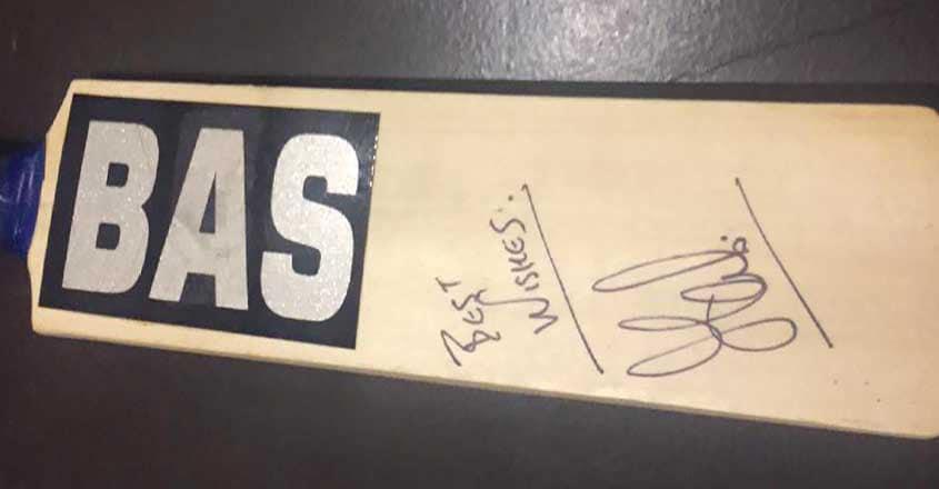 mahi-bat-autograph