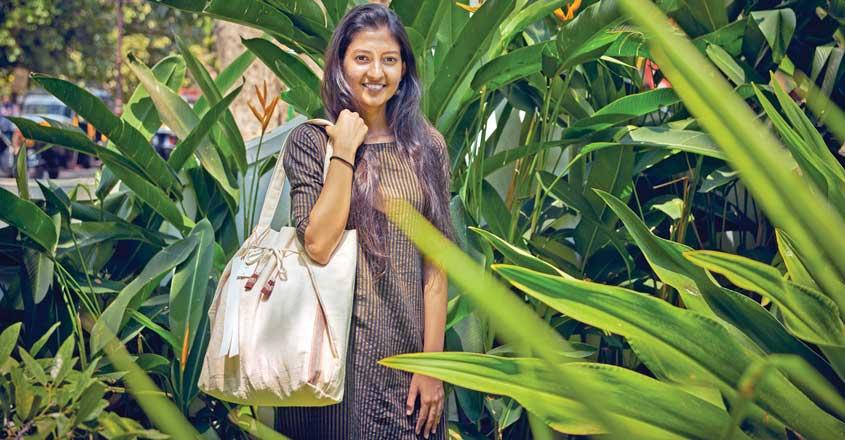 muska-designer-bag-for-blind-people