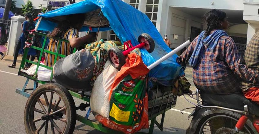 life-on-road-story-of-a-famliy-lives-in-a-makeshift-attachd-to-an-old-jawa-bike-article-image-one