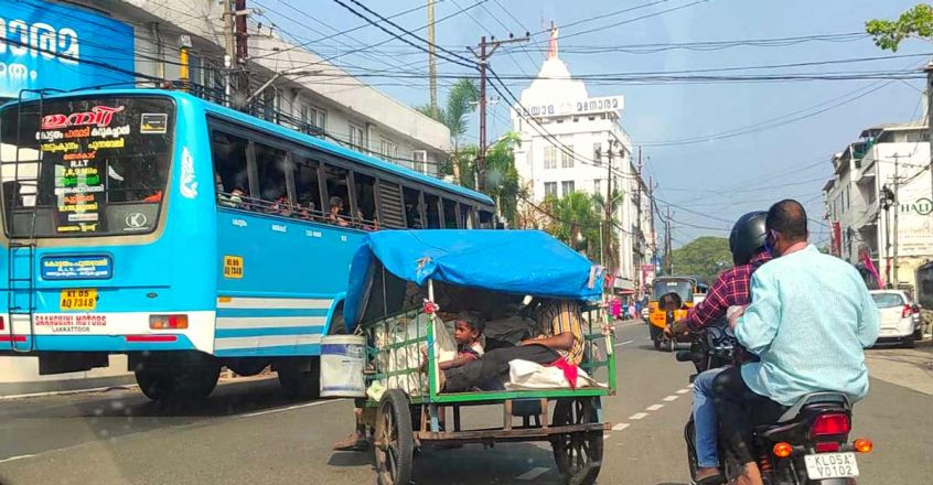 life-on-road-story-of-a-famliy-lives-in-a-makeshift-attachd-to-an-old-jawa-bike-article-image-two