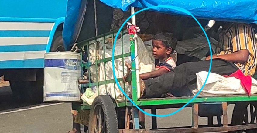 life-on-road-story-of-a-famliy-lives-in-a-makeshift-attachd-to-an-old-jawa-bike