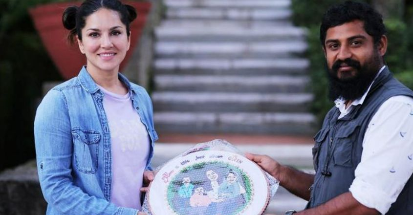 portrait-embroidery-gift-to-actress-sunny-leone