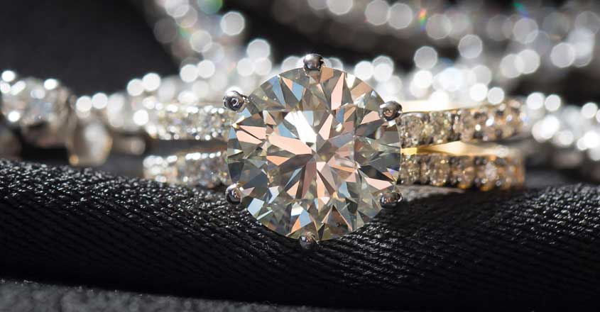 woman-realizes-the-ring-bought-on-sale-was-a-diamond