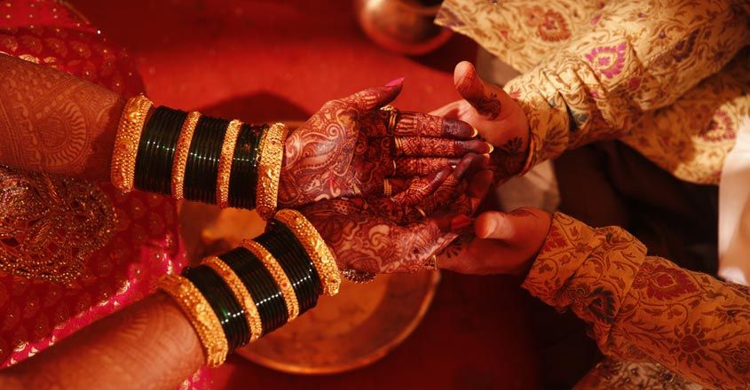 groom-and-family-locked-up-by-brides-family-for-coming-late