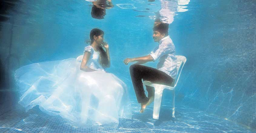 under-water-wedding-photography-trending-in-thrissur