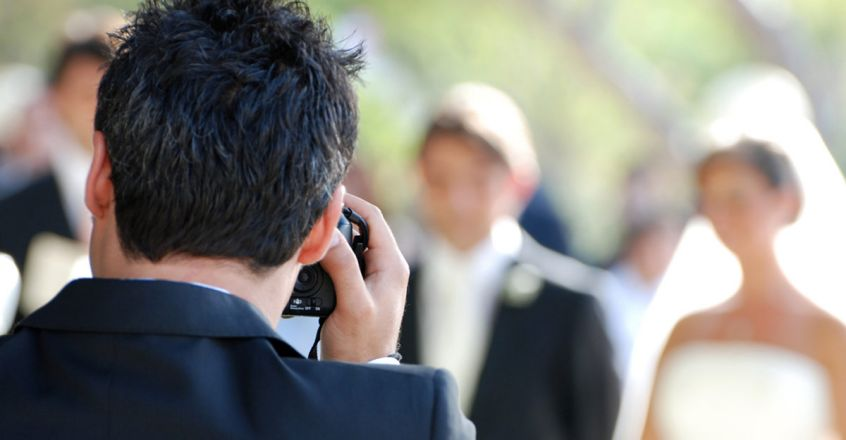 photographer-request-to-marriages-should-be-postponed