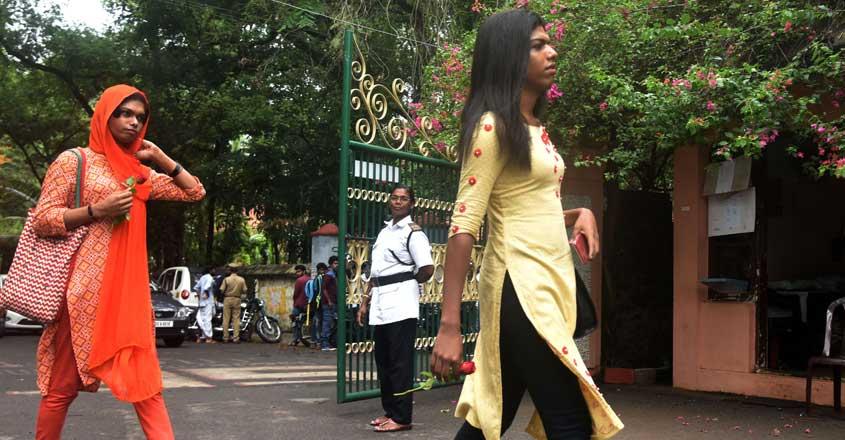 avanthika-and-shana-first-transgender-students-in-cms-kottayam