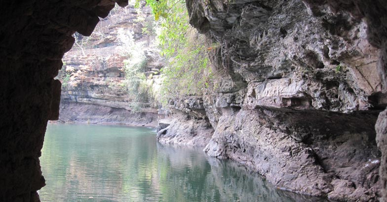 diamond-Pandav_caves_,_MP