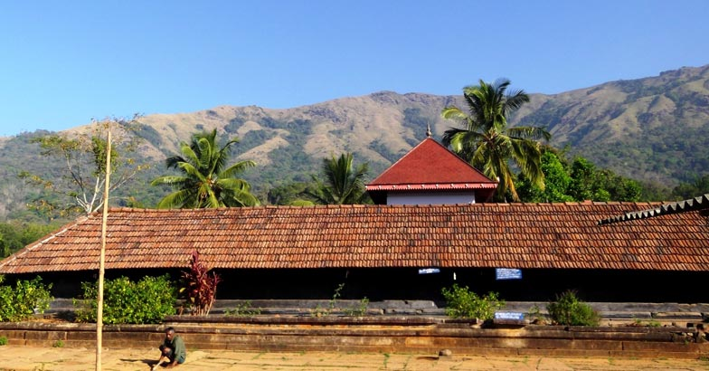 1Thirunelly_Temple_-_panoramio_(1)