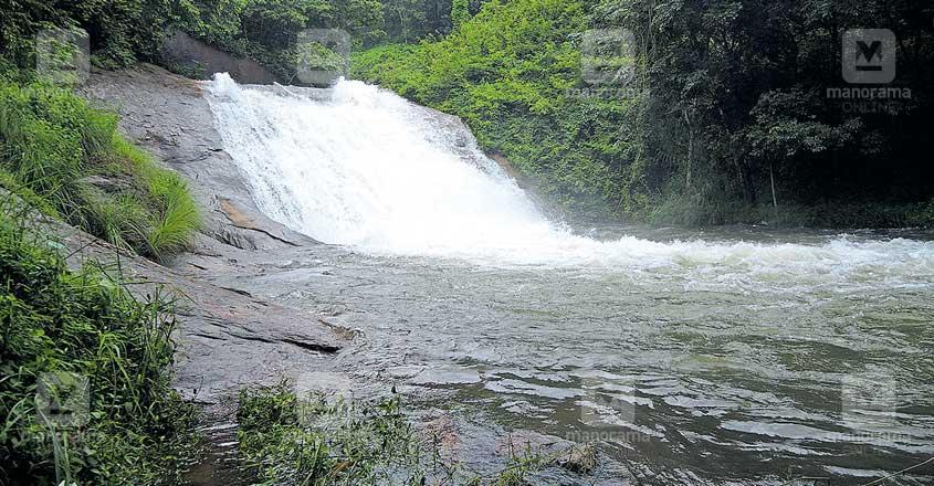 pathanamthitta-madatharuvi-water-fall