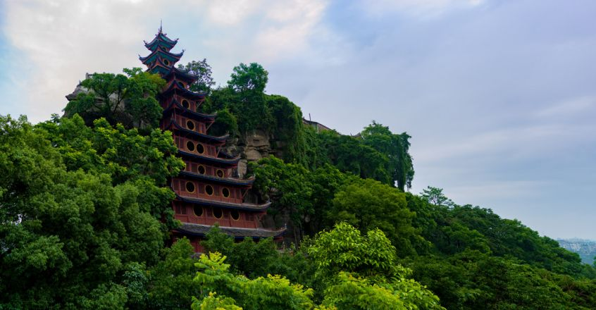 red-pagoda-on-Fengdu-Ghost-Island,