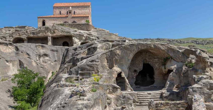 The-Ancient-Cave-Town-in-Georgia