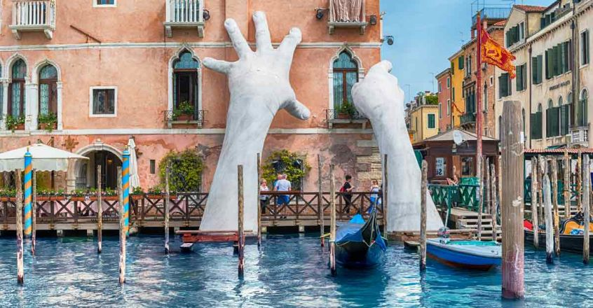 Giant-Hands-of-Venices-Grand-Canal-Italy2