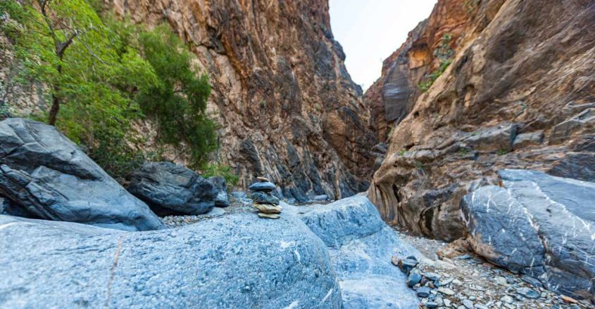 snake-canyon-in-oman1