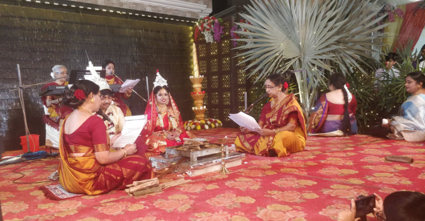 female pandits performed the rituals and the bride's father refused to do kanyadaan